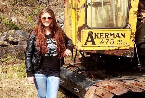 PÅ TOPPEN: Ragnhild Myre (27) topper skattelisten i Sigdal for 2018. Hun bodde en kort periode i Prestfoss, men har flyttet hjem til gården i Fåvang.