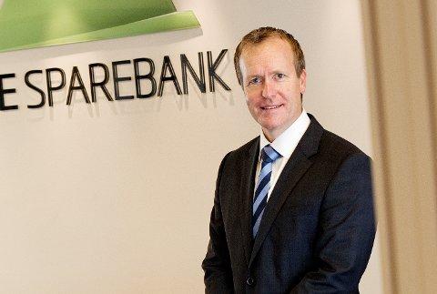 STORT OVERSKUDD: Administrerende banksjef Hans Kristian Glesne og Skue Sparebank har aldri tjent så mye penger som i 2018. Overskuddet ble 114,4 millioner kroner.