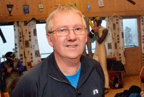 FINNER FORMEN: Geir Ødegård har den siste tiden hjulpet Daniel-André Tande til å finne igjen storformen fra tidligere sesonger.