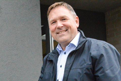TRANGE RAMMER: Leder av kontrollutvalget i Modum, Lars Wilskow Aanes (FrP) sier utvalget trenger mer penger for å kunne kontrollere mer av driften i kommunen. - Når vi ikke får det, er det all grunn til å spørre om posisjonen anført av Modum Ap ønsker mer kontroll, sier Aanes.