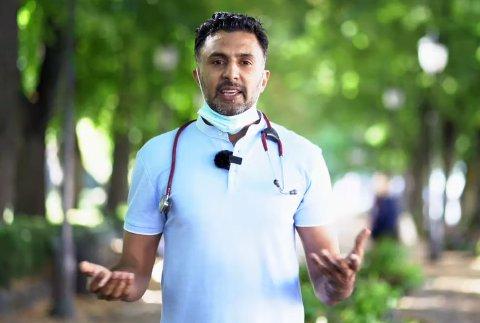 IKKE SLIK: Lege Wasim Zahid forklarer hvordan munnbind skal og ikke skal brukes. Å «hvile» med det på halsen har ikke noe poeng. Da er det bedre å kaste munnbindet, og ta i bruk et nytt neste gang du trenger.