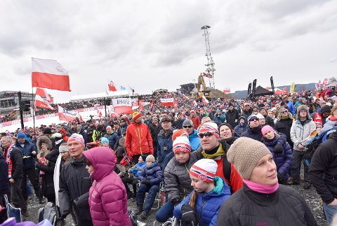 UTEN PUBLIKUM: Modum Arbeiderparti oppfordrer Modum kommune og arrangørene i Vikersundbakken til å stenge helgens renn for publikum likevel.