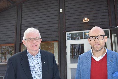 KLAR OPPFORDRING: Ordfører Knut Martin Glesne og kommunedirektør Stig Rune Kroken oppfordrer kryllingene til å kansellere alle arrangementer med mer enn 50 deltakere og redusere sosial kontakt til et minimum.