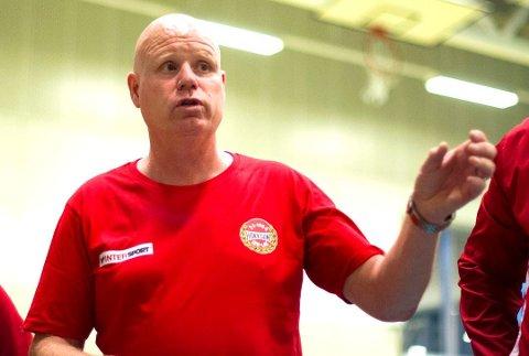 STRENGERE: Hokksund-trener Gjermund Hulbak forventer enda mer av spillerne denne sesongen.