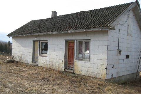 FRITAK: Hovedutvalget har gitt fritak for boplikten på denne eiendommen i ti år, blant annet på grunn av husets dårlige tilstand.