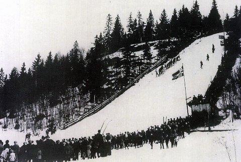 SKIHISTORIE: Gustadbakken i Geithus der det ble satt verdensrekorder i hopp både i 1902 og i 1912.