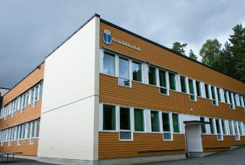 Rektoren ved skolen, Lars Christian Gjøsæther opplyser at eleven som er smittet muligens var smittebærende da vedkommende var på skolen mandag denne uken.