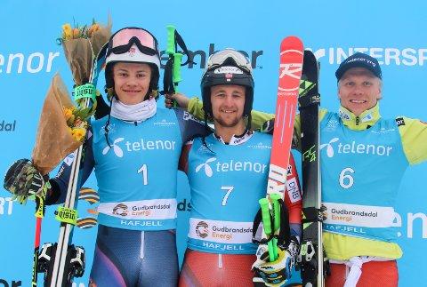 PALLEN: Rasmus Windingstad (midten) tok gull foran Lucas Braathen (sølv) og Marcus Monsen (bronse).