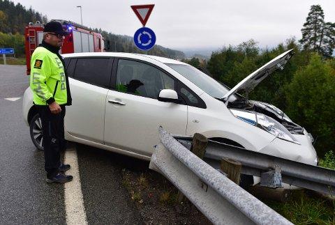Det kunne gått skikkelig galt da en bil med fem ungdommer krasjet i autovernet ved Hanekleivkrysset onsdag formiddag.