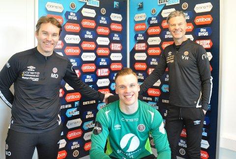 SIGNERTE: Idar Nordby Lysgård (i midten) er ny keeper MIF. Keepertrener Magnus Olsen (t.v.) og hovedtrener Vegard Hansen er fornøyde.