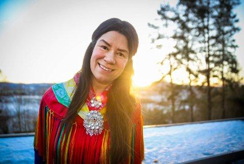 NATURTRO: Den samiske sjamanen Astrid Ingebjørg Swart vil veilede deg til ditt indre jeg. Hun sier at hun helbreder mennesker ved å være et bindeledd mellom den åndelige og fysiske verden.