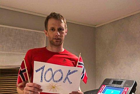Roger Thompson la bak seg imponerende 100 kilometer da han deltok på Last Man Standing – Østmarka Virtual Backyard Ultra på lørdag. Løpet ble avsluttet hjemme på tredemølla, som skulle vise seg å bli knallhard for slitne ben.