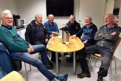 Dugnadsgjengen: Hans Arvid Hansen, Lars Simonsen, Nils Arthur Jensen, Werner Hansen, Tor Egil Markussen og Rolf Andersen. Ole Hartvik Jensen var ikke tilstede når bildet ble tatt.