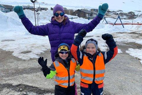 GLAD LITEN GJENG: Helena, Vegard og Milian er ikke triste for at barnehagene nå har åpnet igjen.