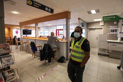 GODT HANDTERT: Avinor meiner smittevernet er godt handtert på Florø lufthamn. Ny terminal er framleis mange år unna.