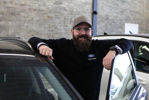 IKKJE OVERRASKA: Hans Erik Nødset er salssjef hjå Auto 8-8 i Florø, og det overraskar han ikkje at kvar fjerde bilist blant Firdaposten-lesarane vil ha seg elbil ved neste skifte.