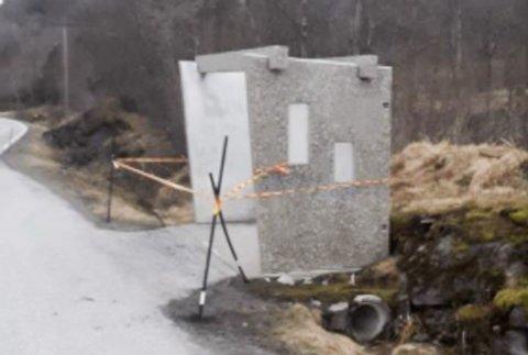 NYTT: Vegvesenet sette opp nytt busskur på Atterås etter at det som stod der vart øydelagt av snøbrøyting.