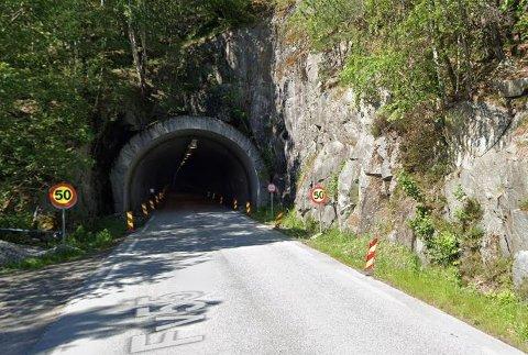 VEGARBEID: Tussviktunnelen ligg på fv. 55 mellom Høyanger og Balestrand.