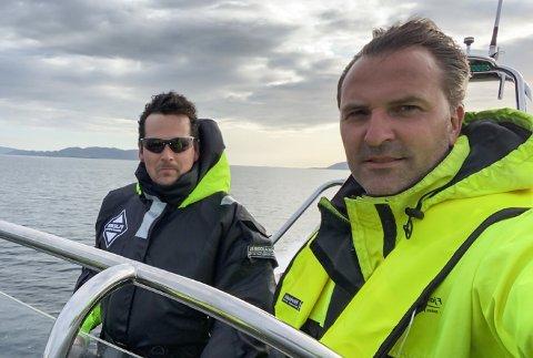 OPPLEVING: Jon Ivar Langøy, til høgre, har fått lang erfaring med RIB-båtar. Han har drive eige firma sidan 2007 og har hatt tusenvis av  passasjerar med seg på tur.