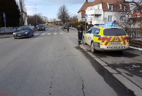 PÅKJØRT: En syklist ble tirsdag ettermiddag påkjørt i krysset ved Oslogata og Holmegata.