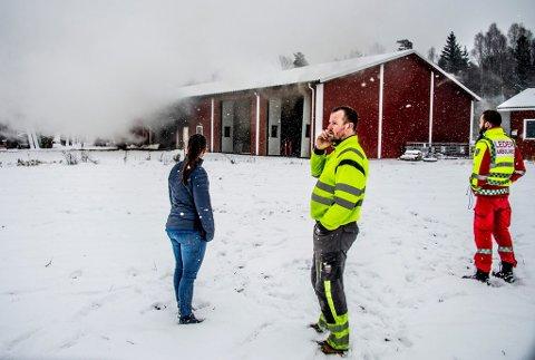 Forferdet: Låven til Ole Jørgen Forsetlund ble totalødelagt i brann fredag formiddag.