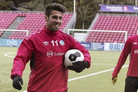 – Jeg er en spiller som jobber mye og alltid gir energi til resten av lagkameratene mine, sier FFKs nye spiss, Maikel Nieves.