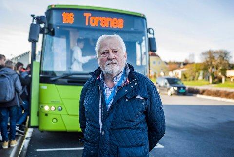 Må rydde opp: Rune Henriksen fra fylkeskommunen er stadig ute og kontrollerer skolebusser. Han ser mange elever uten belte.