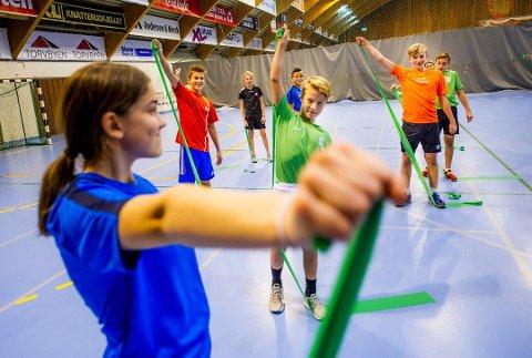 Trives: Disse elevene er de første som går på Wang Ung i Fredrikstad. De startet på 8. trinn i fjor, og til høsten får de selskap av 30 elever til når skolen utvides.