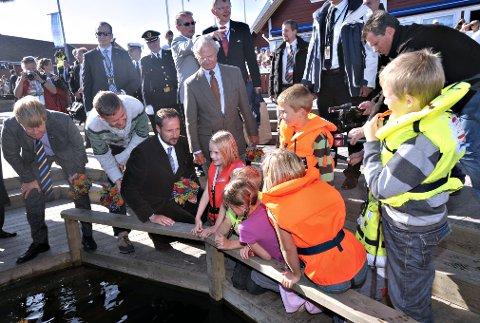 SNART TI ÅR SIDEN: Kronprins Haakon og KongCarl Gustaf fikk blant annet bli med på krabbefiske da Ytre Hvaler nasjonalpark ble åpnet. Snart er det gått ti år siden åpningen og i september blir det stor jubileumsfest.
