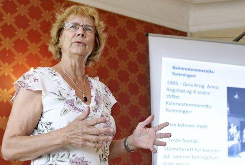 Elisabeth Lønnå holdt foredrag om Fredrikstad som foregangsby  i kvinnenes kamp for stemmerett under  Ord i Grenseland i 2013.