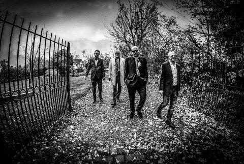 Spiller: Nine Below Zero er det mest kjente av bandene som spiller på Sementblues. De har blant annet spilt sammen med The Who og the Kinks. De har mellom 200–250 konserter i året.