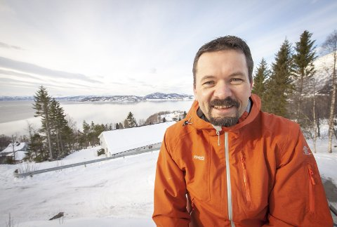 Ser Fremover: Ordfører Svein Erik Kristiansen gleder seg til å ta fatt på jobben med at Evenes skal bli vertskapskommune for Forsvaret – igjen. Han merker allerede stor pågang fra næringslivet som ønsker å etablere seg, og fra entreprenører som vil starte med å bygge nye boliger.