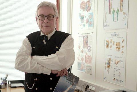 SKIPSLEGE: Karl-Børre Sverd Andersen opplyser at han anbefalte Hurtigruten å følge rådene fra Folkehelseinstituttet.