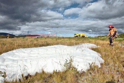 PFOS: Dette er kilden til PFOS-forurensningen rundt om på norske lufthavner: Brannskum. Her fra en øvelse på Evenes i 2009.