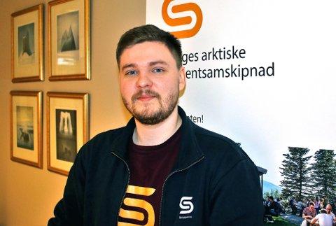 Helhetlig: Daniel Skarsfjord ved Norges arktiske studentsamskipnad, campus Narvik kan fortelle at samskipnaden tenker helhetlig når de ønsker studenter velkommen til Narvik. - Vi har et godt boligtilbud, men det handler også om å informere om, og selge inn hele det varierte tilbudet ved UiT og alt Narvik har å by på.