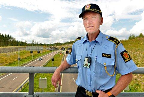 I TRAFIKKEN: Harald Husum, stedfortredende distriktsleder ved Utrykningspolitiet i Sørøst politidistrikt, opplyser at de tar flere sjåfører med narkotika enn med alkohol.