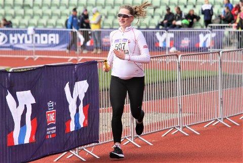 MOT MÅL: Andrea Arentz er mest sannsynlig den eneste som er gravid i sjuende måned som har løpt en ankeretappe i Holmenkollstafetten.