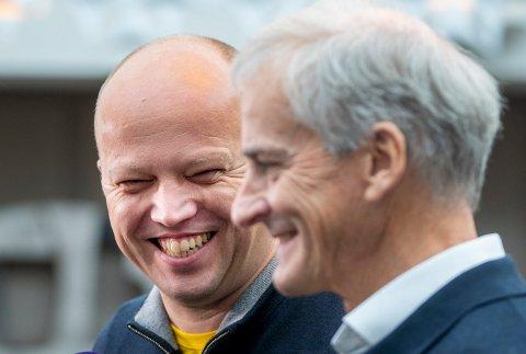 Den nye finansministeren Trygve Slagsvold Vedum, fra Hedmak, (SP) sammen med statsminister Jonas Gahr Støre. Hedmark fikk tre representanter i den nye regjeringen. Foto: Terje Pedersen / NTB