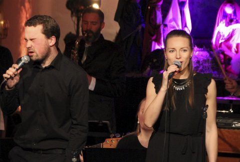 SOLIST: Fra årets julekonserter med Kordial i Lunner kirke. Silje blir mye brukt som solist, her sammen med Øyvind Wold.