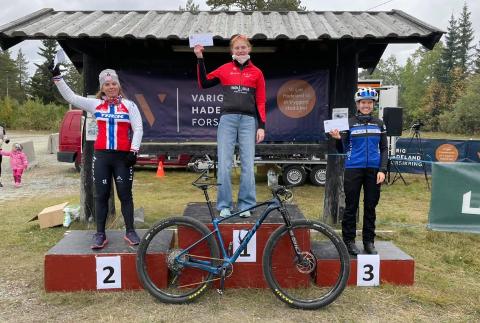 LOKALT PÅ PALLEN: Lisa Kristine Jorde fra Asker vant foran Elisabeth Sveum fra Kloppa Off Road og Malin Karlsen, Soon CK.