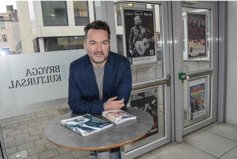 Martin Gundersen, daglig leder for Brygga kultursal, forteller at kultursalen går omtrent 1,8 millioner kroner i underskudd i 2019.