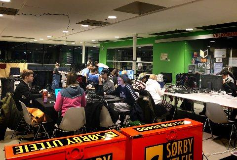 POPULÆRT: Omlag 60 studenter møtte opp.