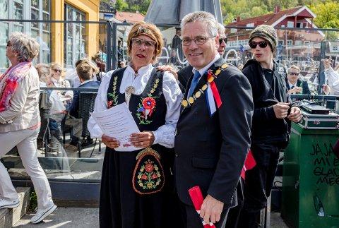 Anne Mette Amundsen og ordfører Thor Edquist.