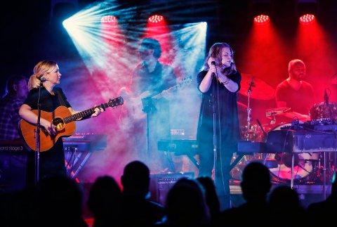 TREDJE GANG: For tredje gang skal Feriekolonien møte publikum. Her er de under en opptreden under Kønnband-festivalen i 2018.