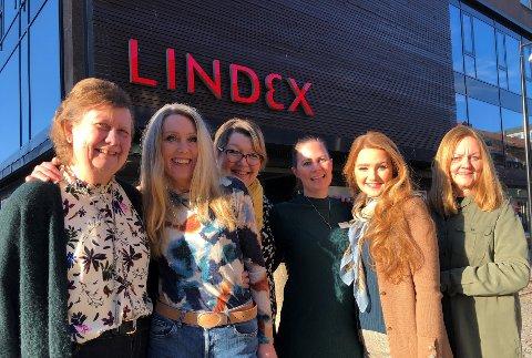 DE ER BEST: Damene ved Lindex kan fornøyd sole seg i glansen en periode over at de var kjedens beste butikk i 2019. Fra venstre ser vi: Unni Vatnøy, Mona Gubberud, Eva Tamaz, Isabel Eikefjord Syverhuset, Tina Buland Strømman og Randi Stensby.