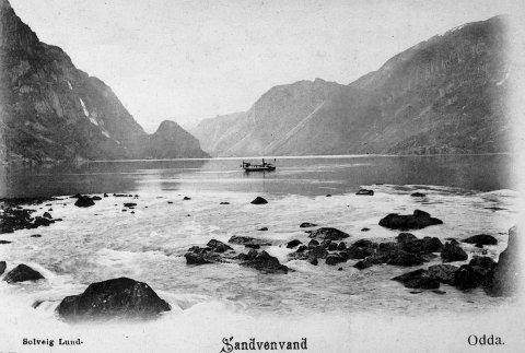 Båttrafikk: Dampbåten «Buer»  på Sandvinvatnet. Foto: Solveig Lund, Norsk vasskraft - og industristadmuseum