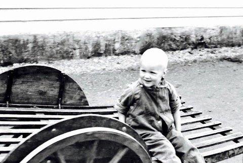 Utne boy: Er det noen som drar kjensel på ham? Gutten er fotografert på Utne i 1938. Foto: Ann Stix