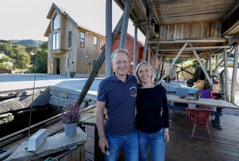 Vindafjord 0409 2018 Paret  Karin og Kåre Heggebø. De har restaurert en nothenge, og bygget et fiskerbosted i Ølen