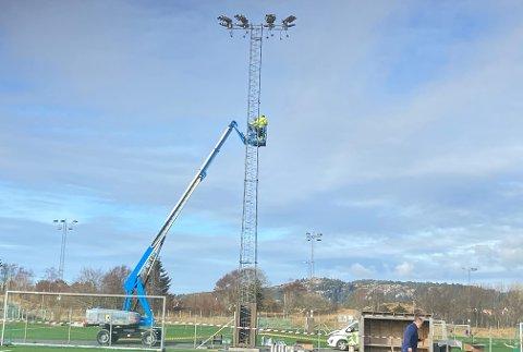 ET LØFT FOR IDRETTEN: I neste uke er det trolig nytt lys på plass ved alle utendørs idrettsanlegg til Haugesund kommune.