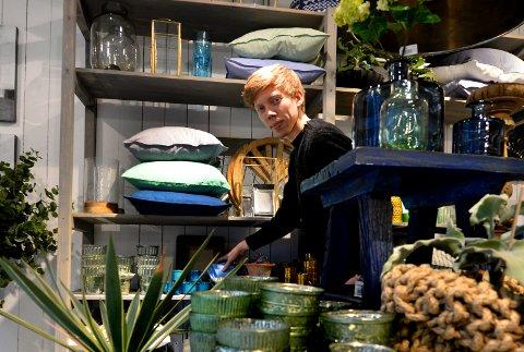 Interiør, farger, trend, møbeø, hus, bolle, lampe, orange, blå, grønn, lars løvvold, palma